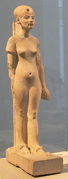 Nefertiti_Standing-striding_Berlin