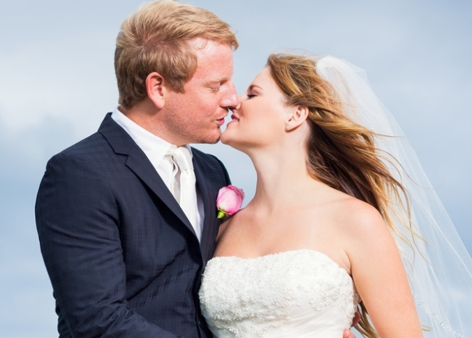 Wedding Couple, Bride and Groom Kissing
